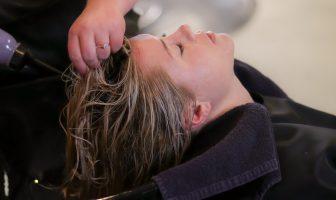 Mytí vlasů