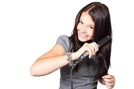 Když přestanete používat šampon, vaše vlasy budou poddajnější a budou se vám lépet žehlit či natáčet.