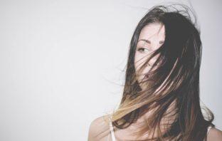 Domácí maska na suché vlasy